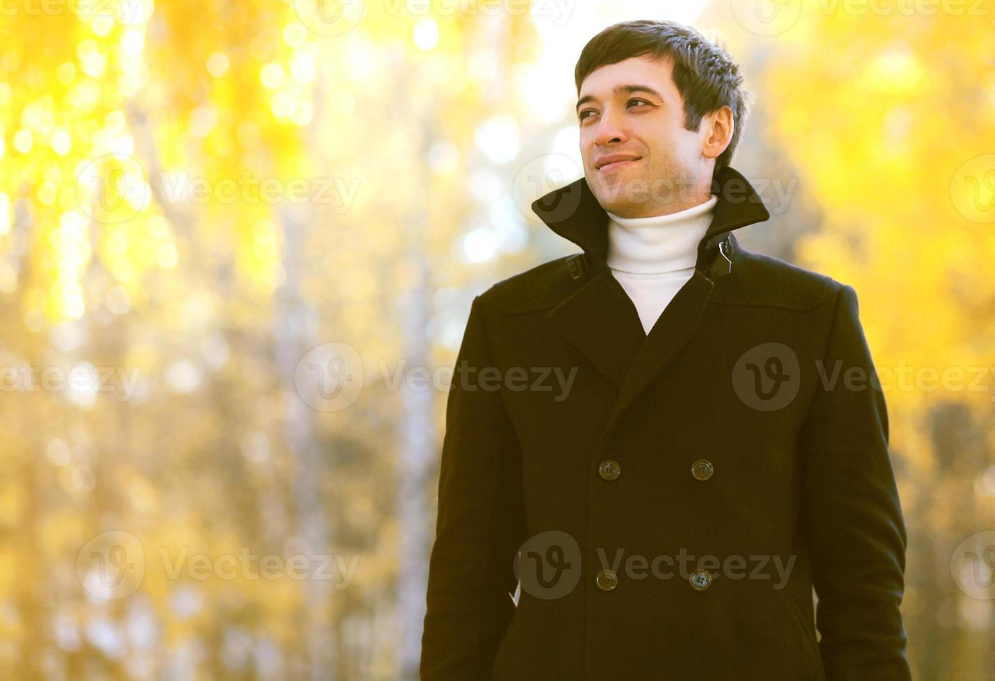 portrait, sourire, homme, manteau, dehors, automne, parc photo