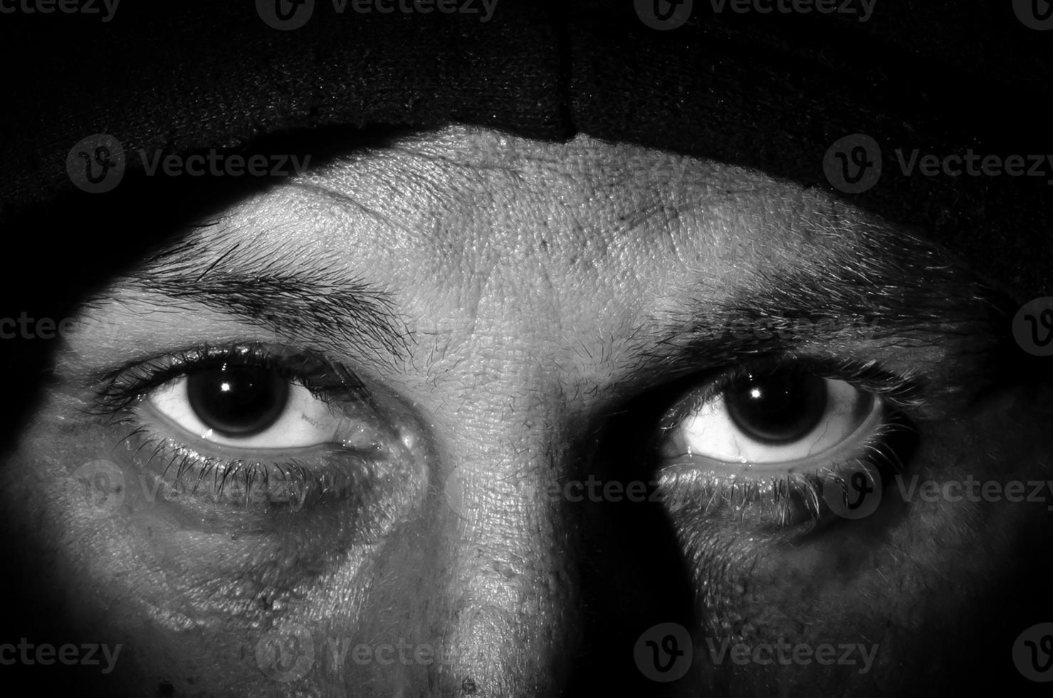 yeux humains bouchent coup, image en noir et blanc photo