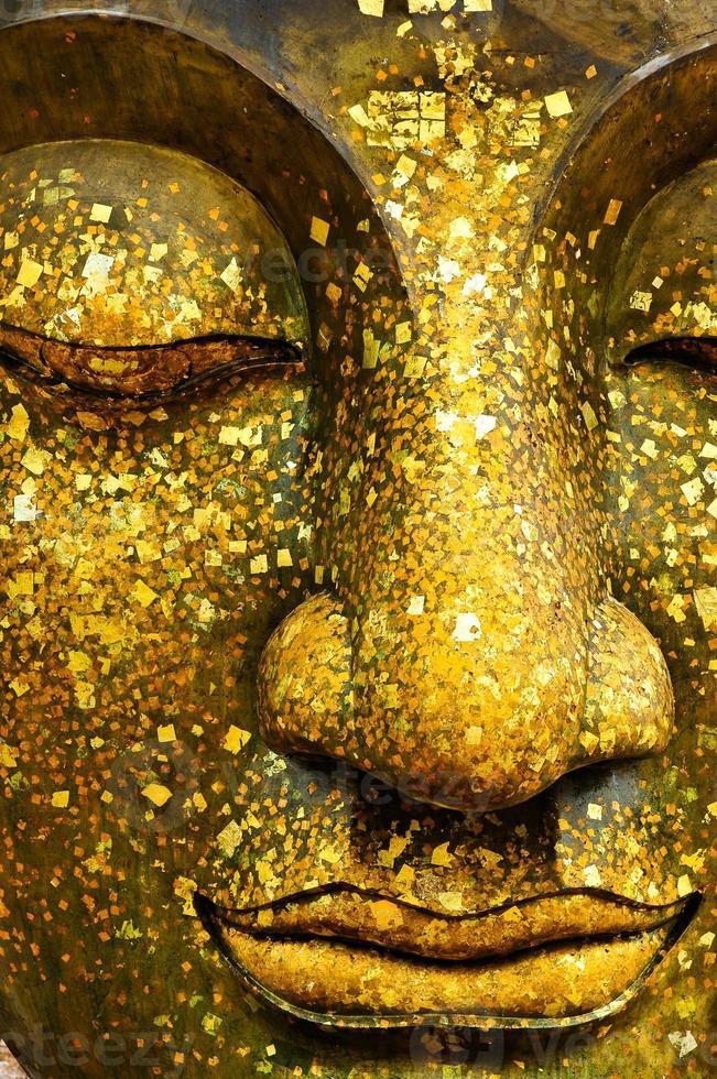 le visage de bouddha en bronze photo