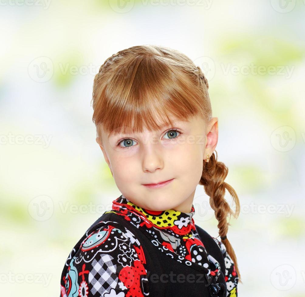charmante jeune fille se bouchent. photo