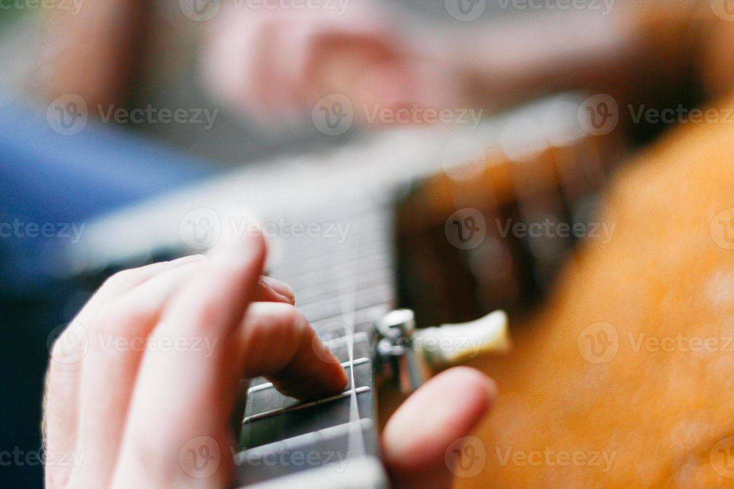 joueur de banjo hipster détendu photo