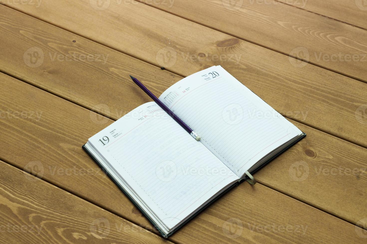 le livre sur une table photo