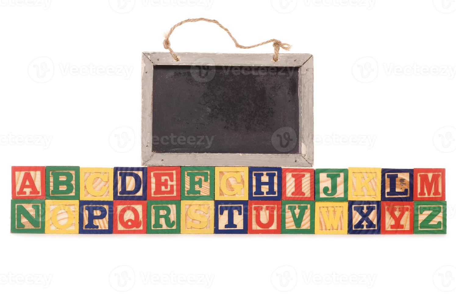 blocs de construction alphabet avec tableau noir photo