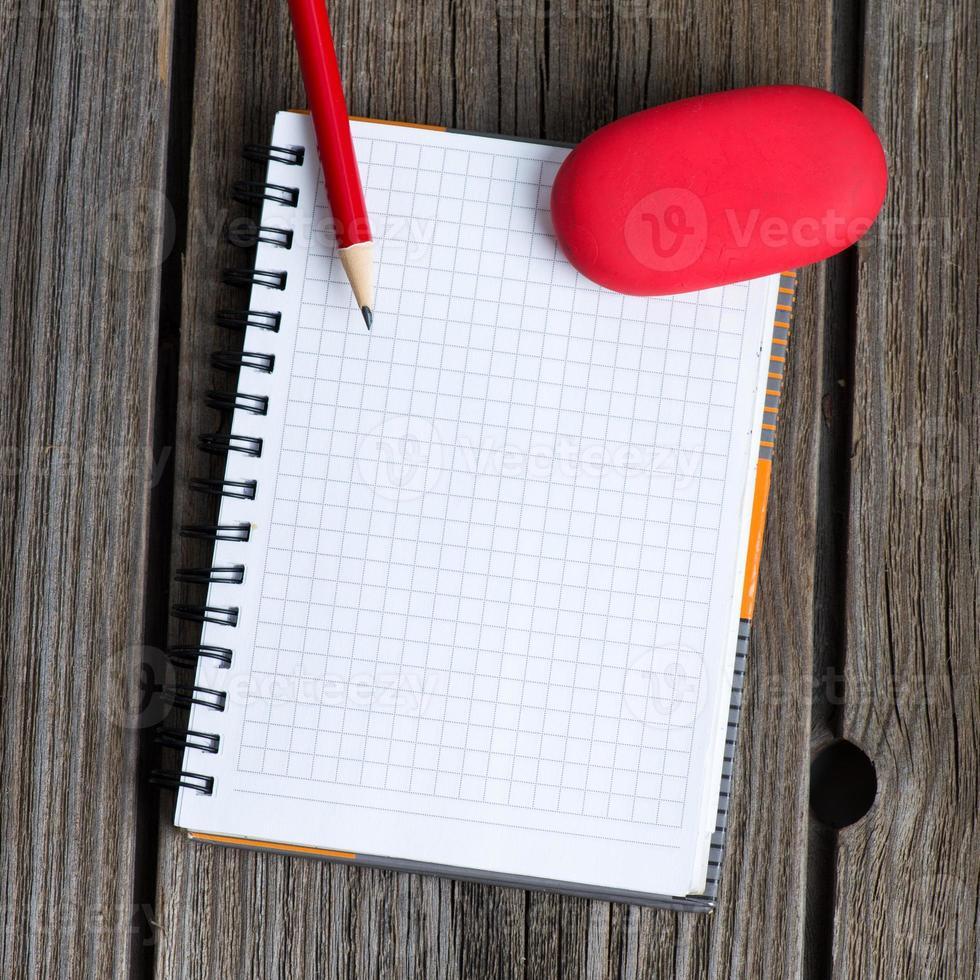 carnet, crayon et gomme photo
