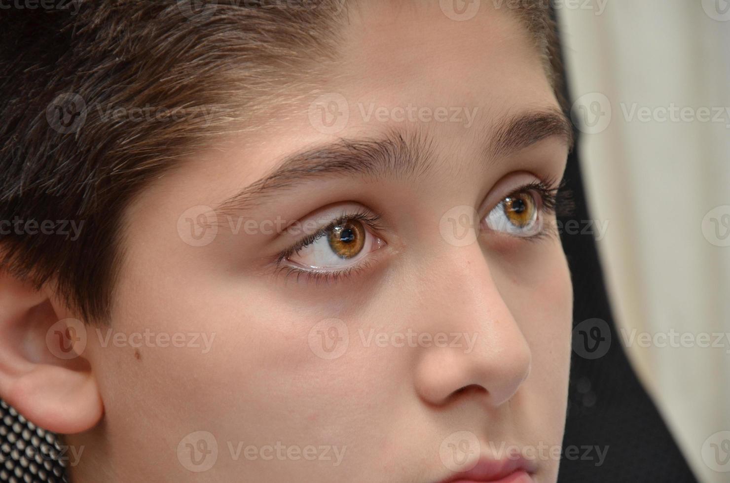 niño estudiando photo