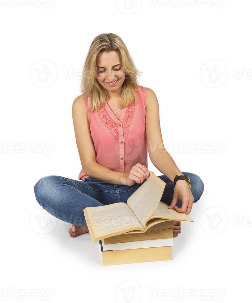 sourire, jeune, séduisant, femme, lecture livre photo