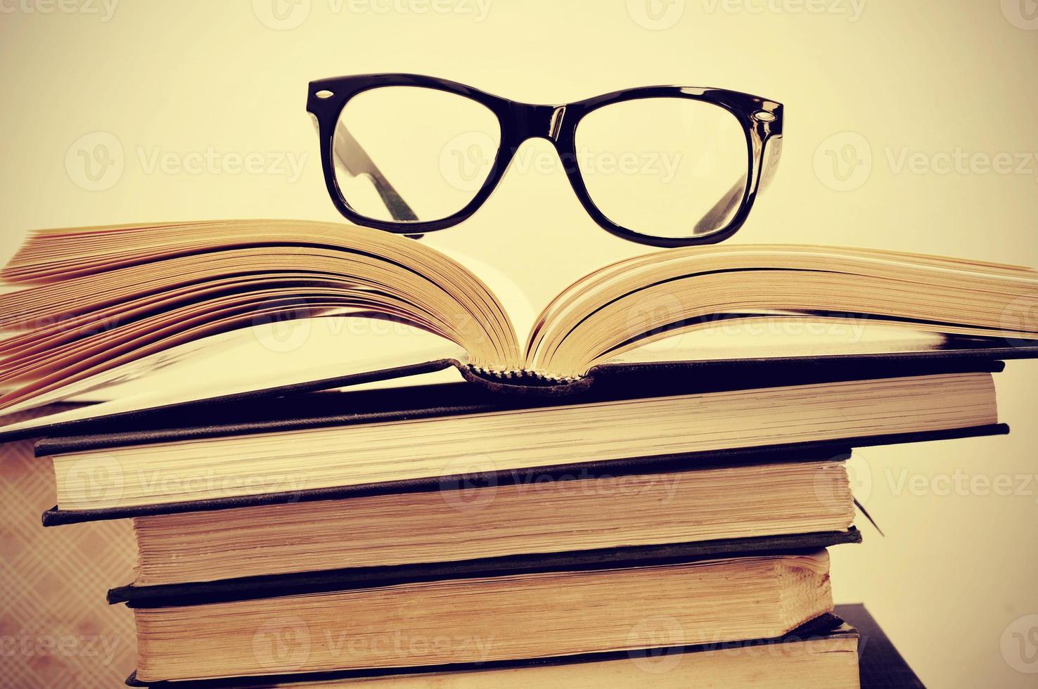 livres et lunettes photo