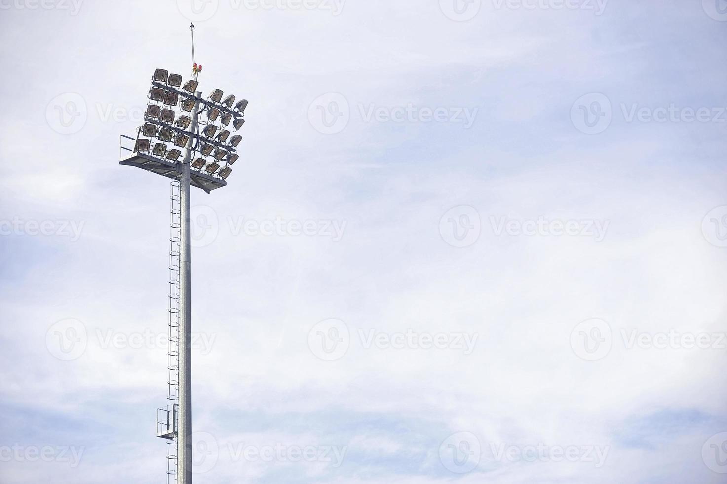 projecteurs du stade le jour photo