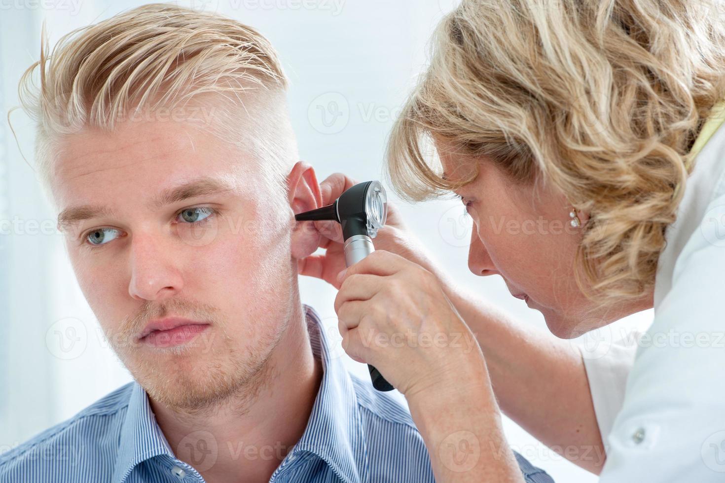 examen de l'oreille photo