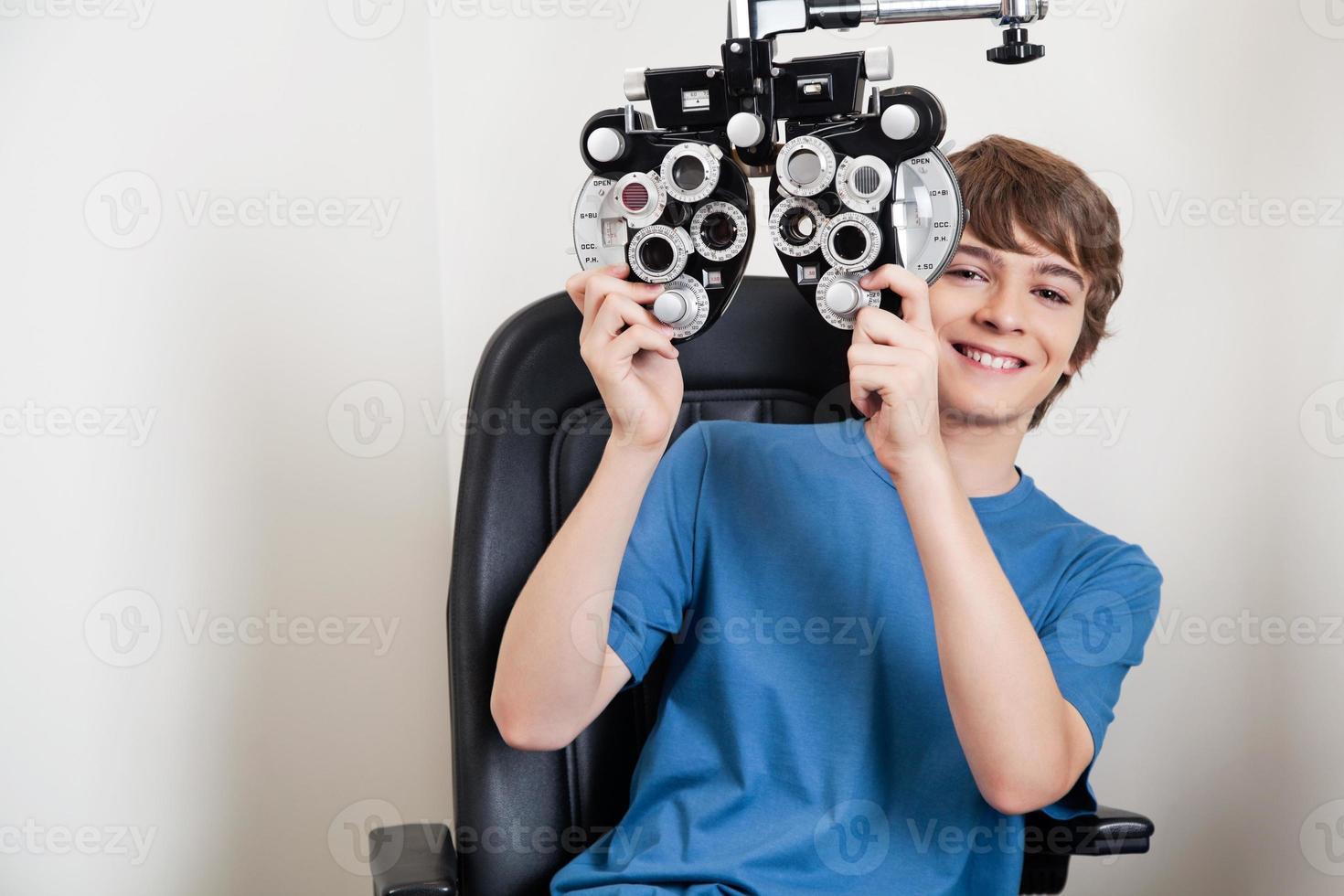 examen des yeux avec phoropter photo