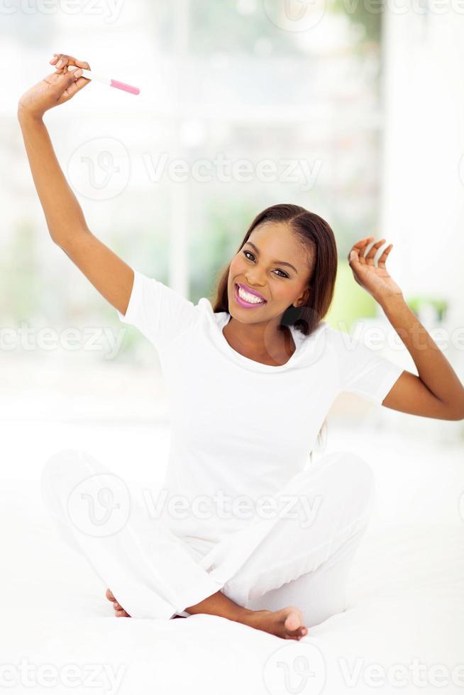 femme africaine, tenue, test de grossesse photo