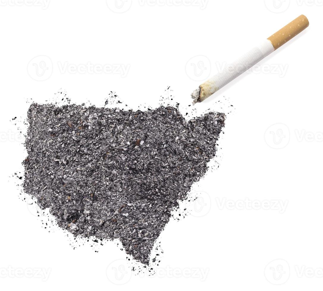 cendre en forme de nouvelle Galles du sud et une cigarette. (série) photo