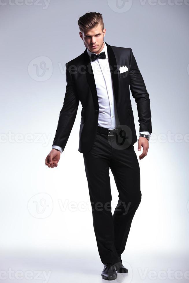 homme d'affaires en smoking de mode photo
