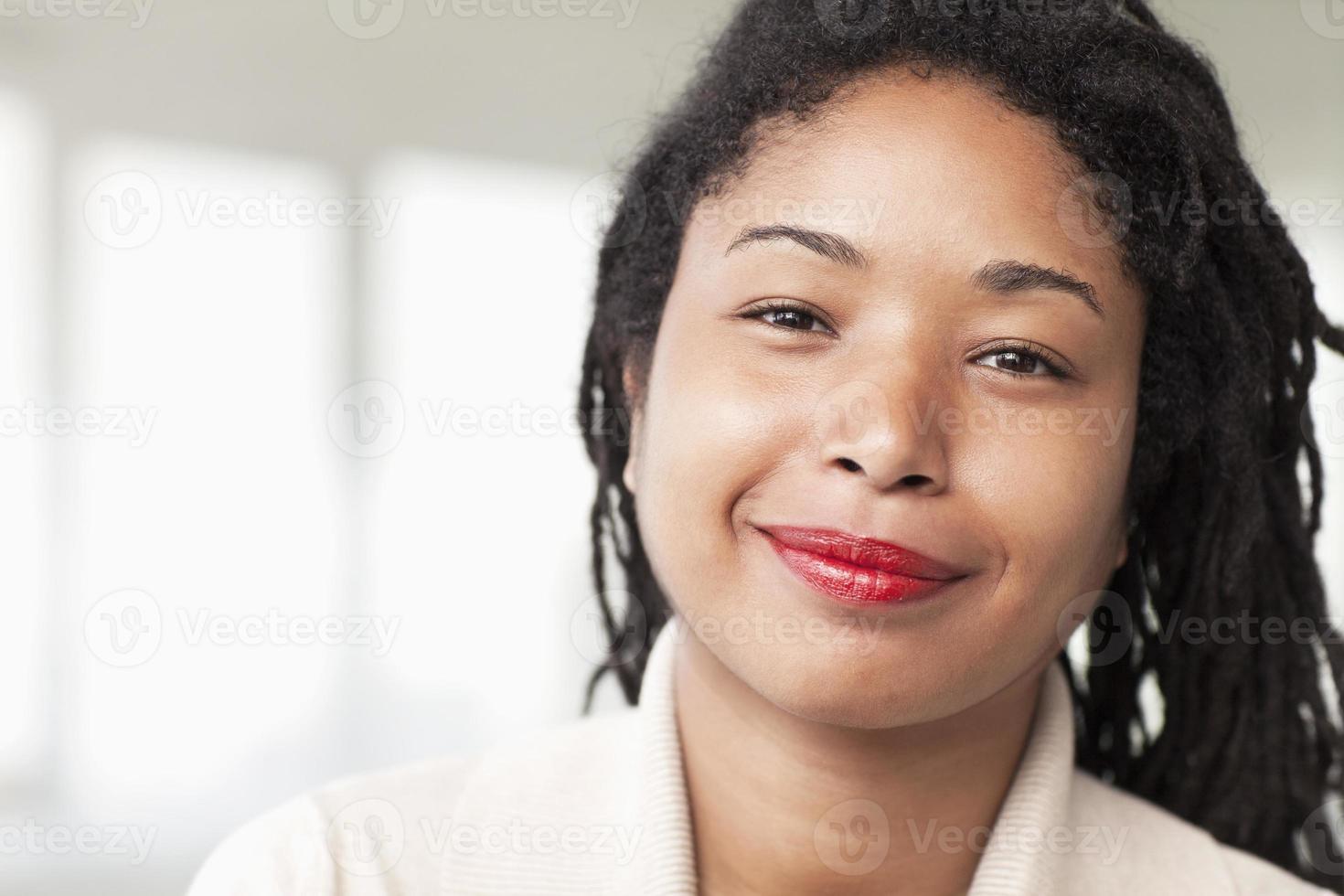 portrait, sourire, femme affaires, dreadlocks, tête, épaules photo