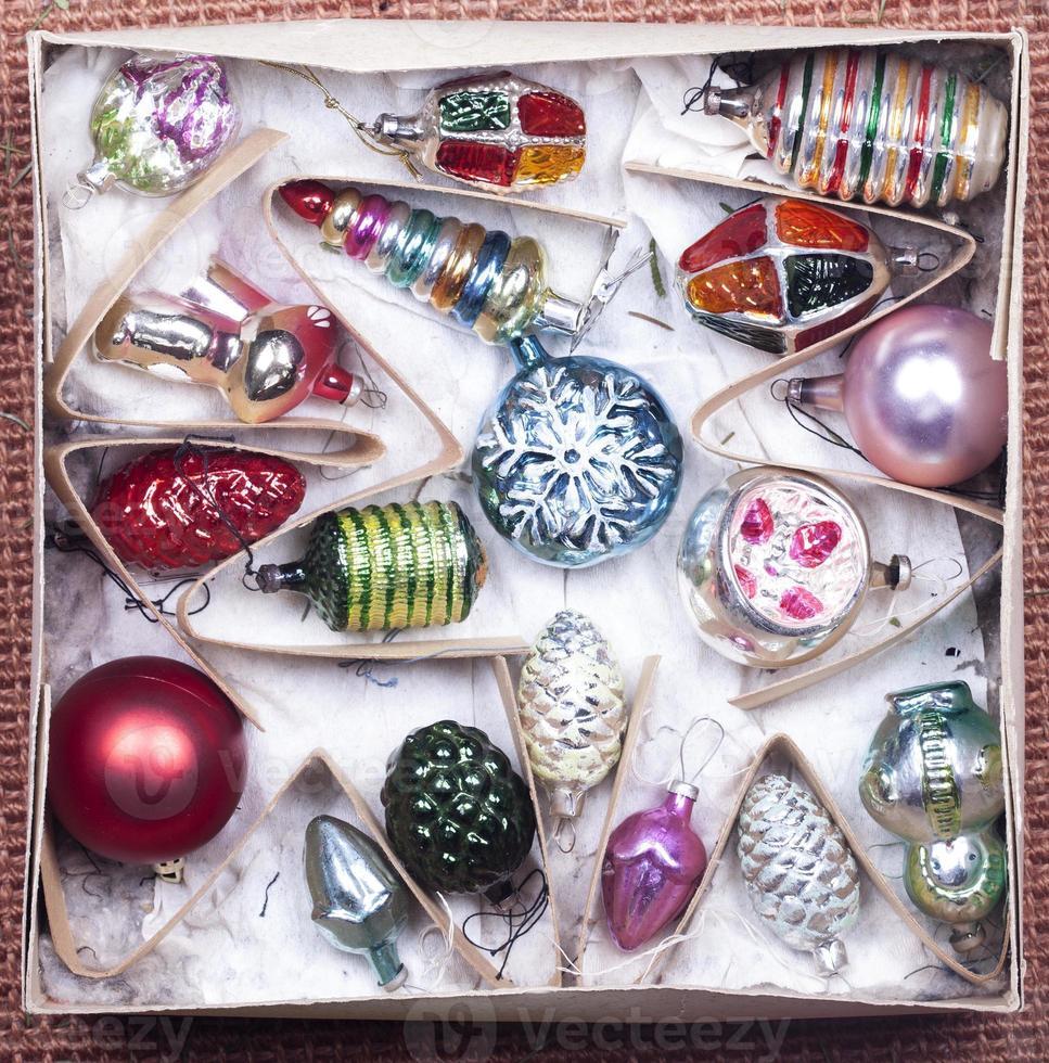 décorations de Noël dans une boîte photo