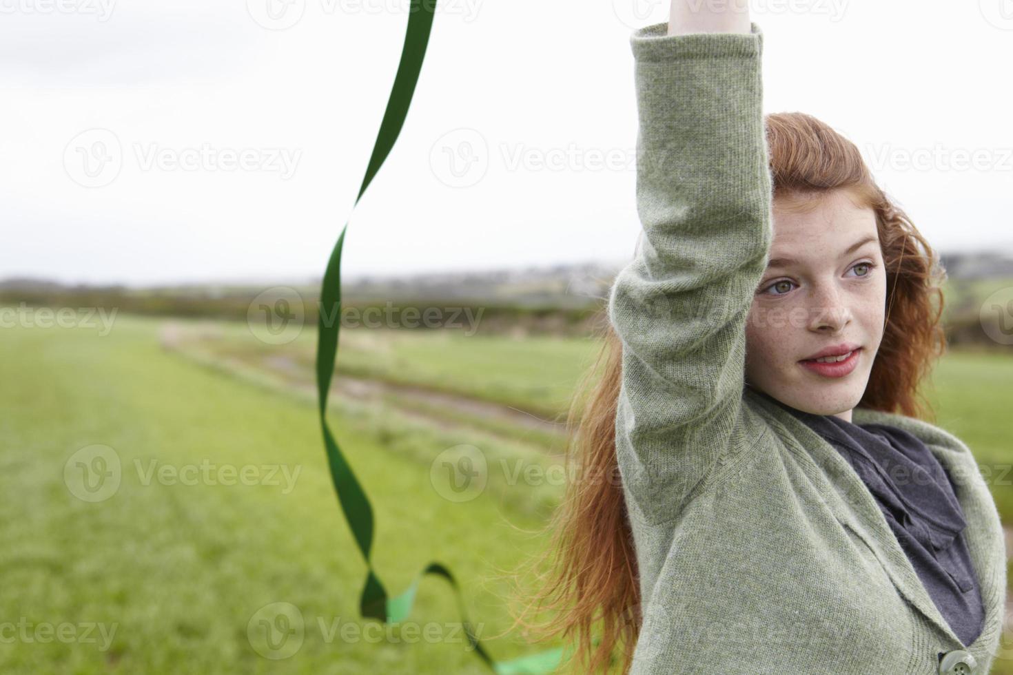 adolescente, jouer, à, ruban photo