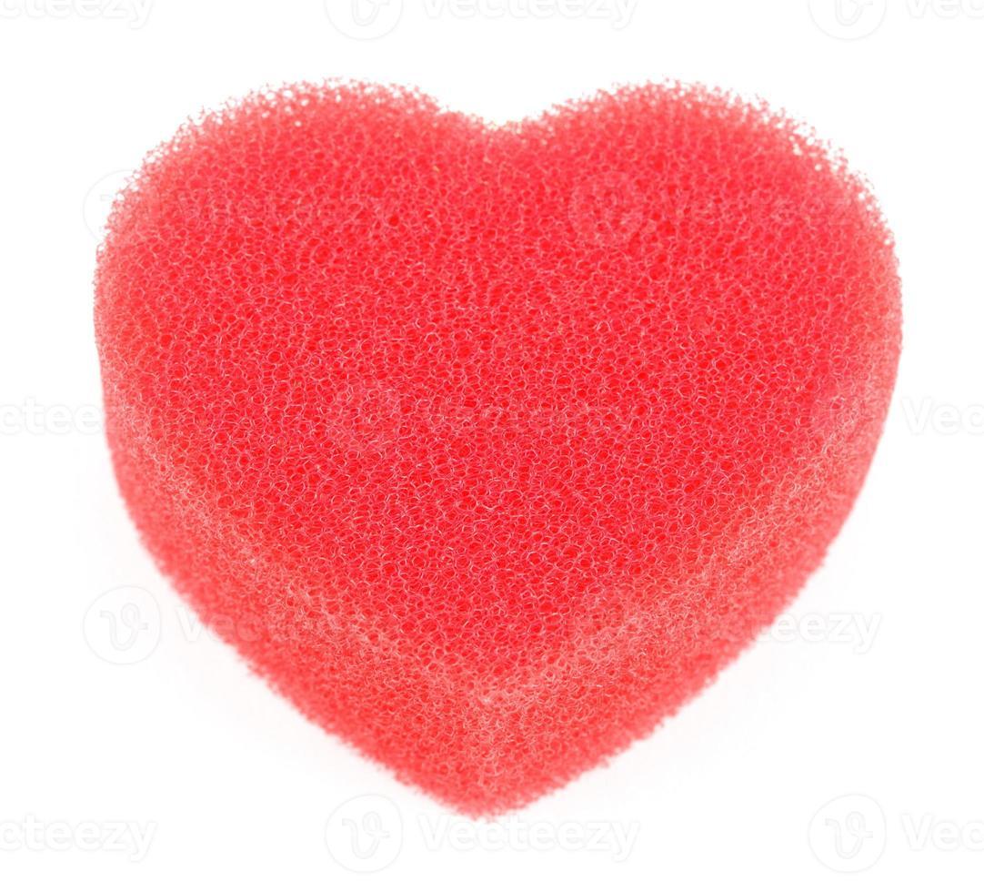 éponge pour douche en forme de coeur isolé photo