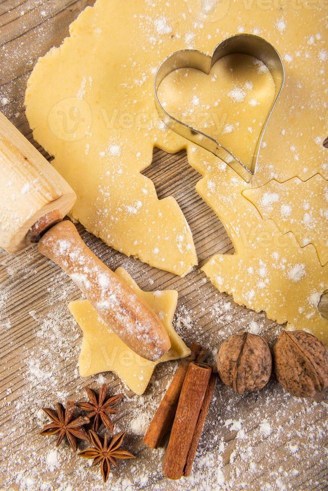 pâtisserie de Noël, biscuits, rouleau à pâtisserie, épices photo