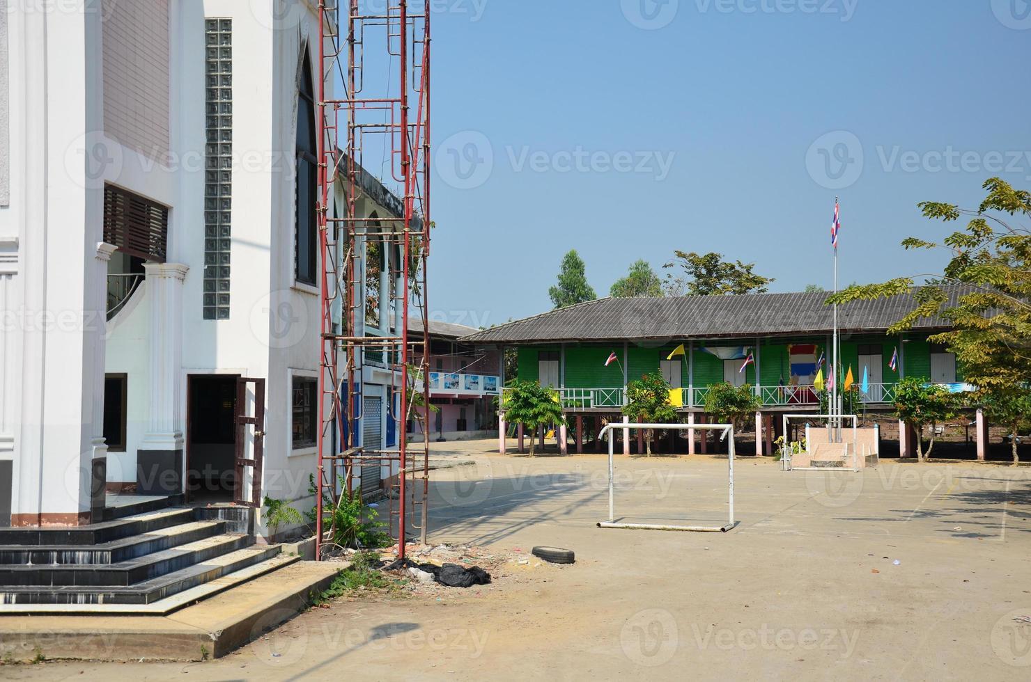 Bâtiment scolaire pour enfants à la campagne à Pathum Thani en Thaïlande photo