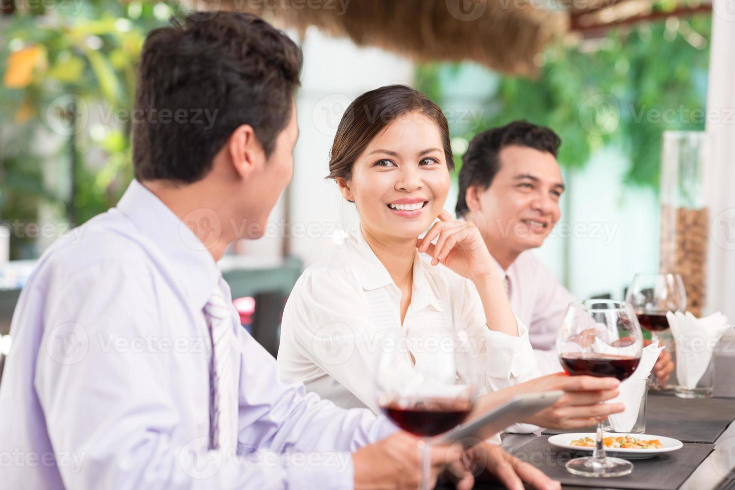 collègues au restaurant photo