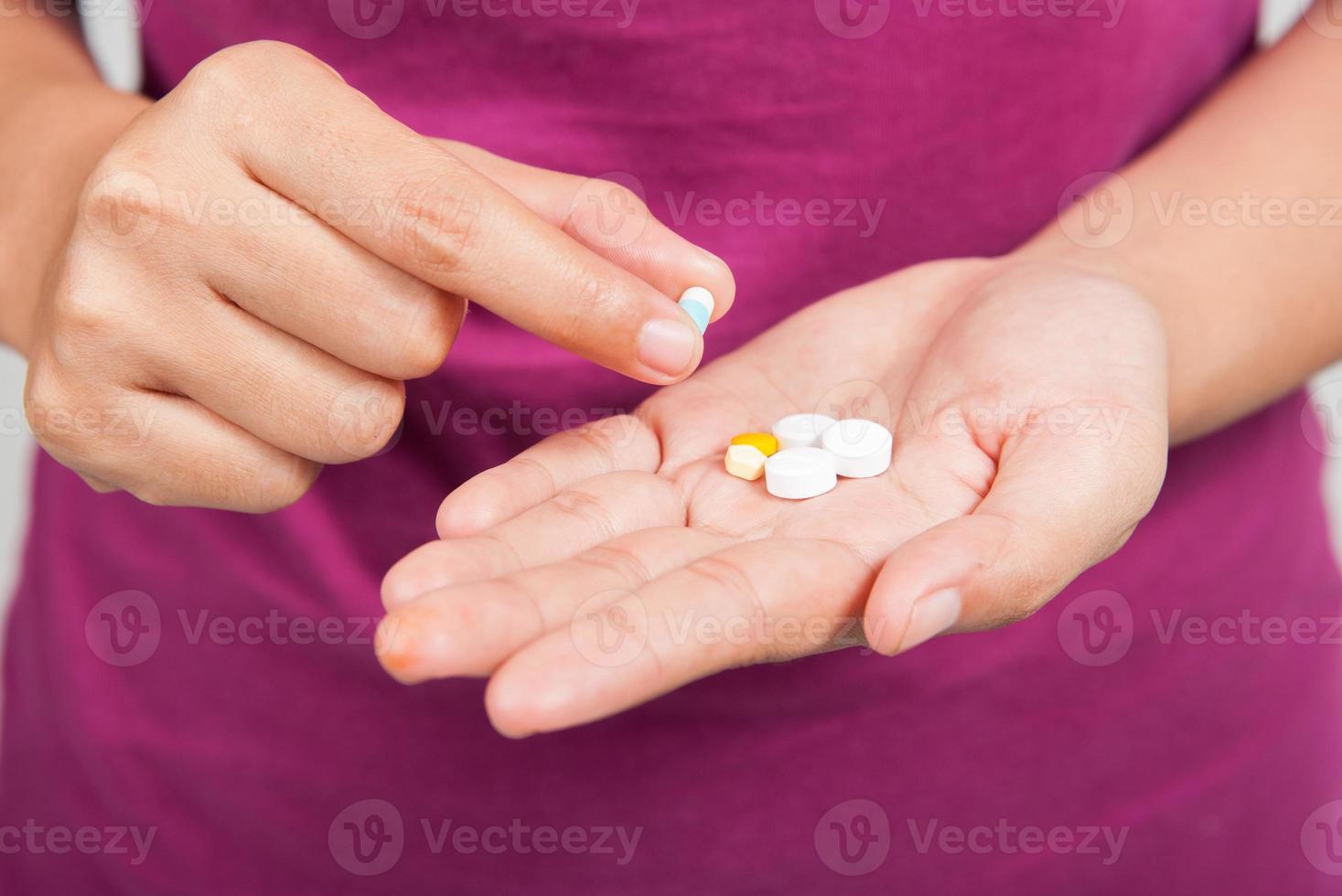 pilules à la main photo