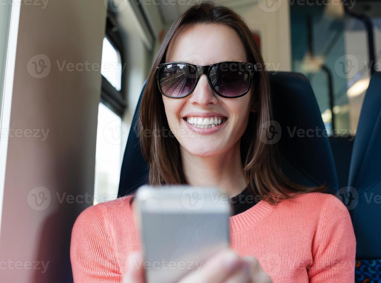 femme, utilisation, mobile, intelligent, téléphone photo
