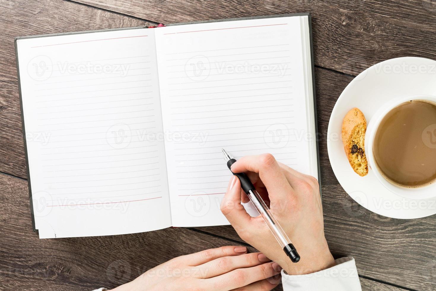 notes d'une tasse de cappuccino photo
