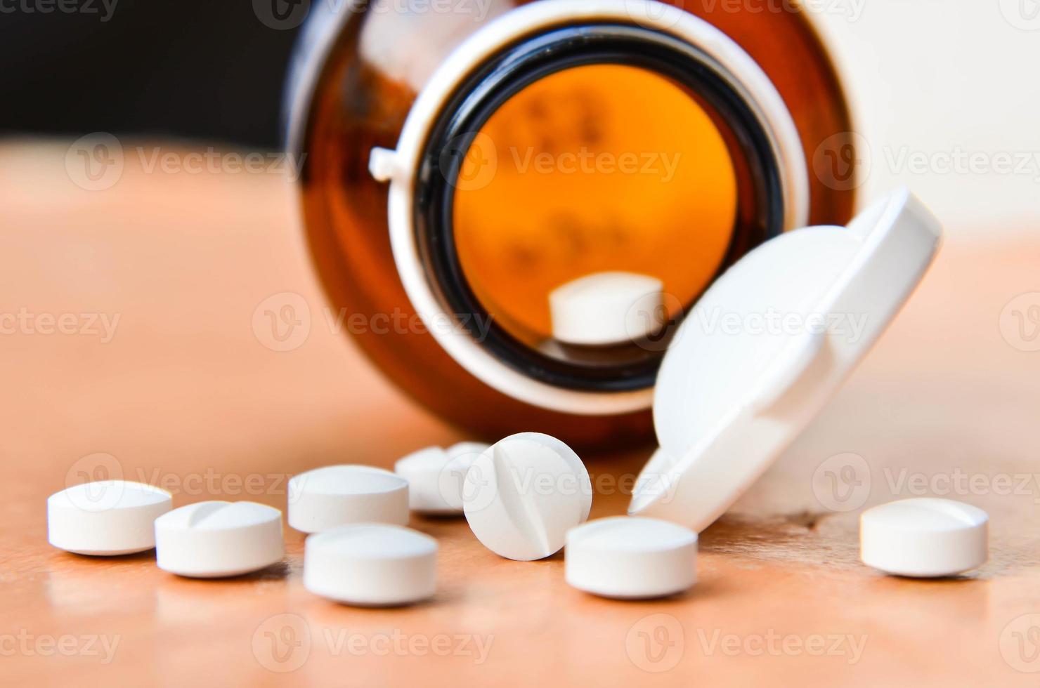 pilules et bouteille. photo