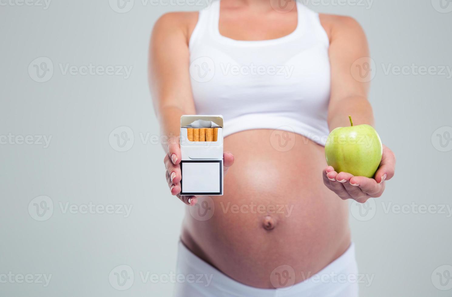 femme enceinte, choisir, beetwin, cigarettes, et, pomme photo