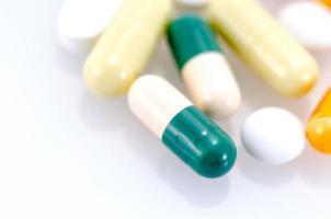 médecine isolé sur fond blanc. photo