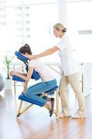 femme, avoir, massage dos photo