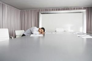 homme affaires, dormir, dans, salle conférence photo