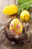 oeuf de pâques jaune photo