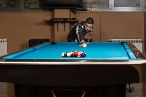 jeune homme, concentration, sur, balle