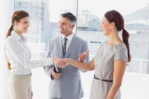 femme affaires, secousse, collègues, main photo