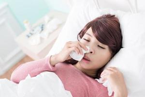 femme malade pris froid photo