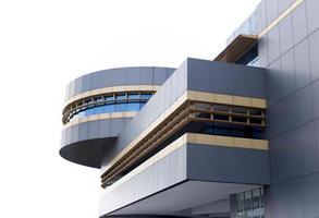 immeuble de bureaux moderne isolé photo