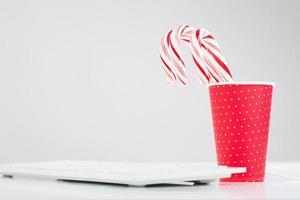 humeur de Noël sur la table de bureau photo