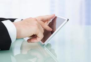 homme affaires, utilisation, tablette numérique, dans, bureau photo