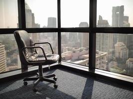 abattant vide et solitaire au bureau photo