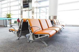 salle d'attente du terminal de l'aéroport moderne photo