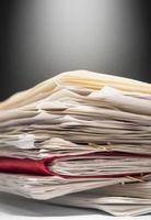 pile de papiers paperasse. photo