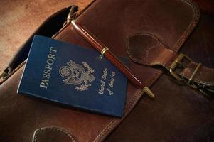 mallette avec passeport et stylo photo