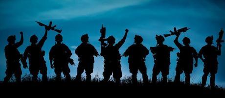 silhouette, de, militaire, soldats, équipe, ou, officier, à, armes, à photo