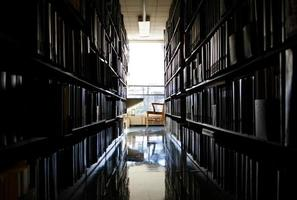 endroit calme pour travailler dans une bibliothèque photo
