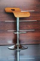 chaise design en bois photo