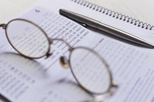 accout de banque et lunettes photo