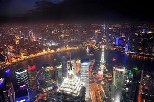vue aérienne de nuit de shanghai photo