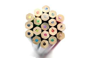 bouchent les crayons de couleur isolés sur fond blanc photo