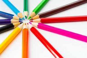 crayons de couleur dans un cercle photo